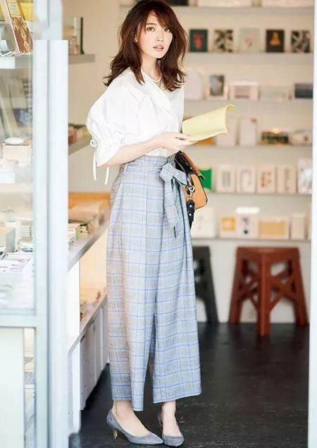 Tips fashion wanita pendek terlihat tinggi