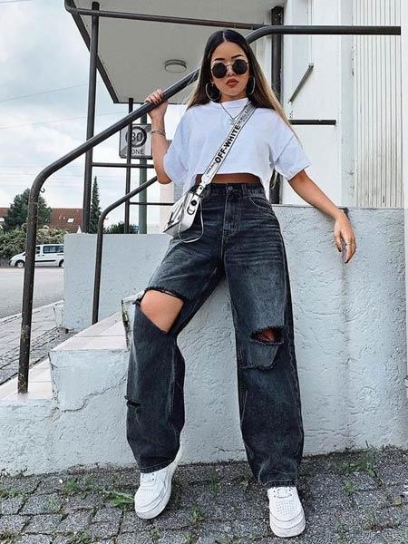 Ripped jeans wanita