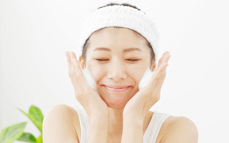 Rekomendasi Facial Wash Untuk Remaja Yang Bagus dan Aman