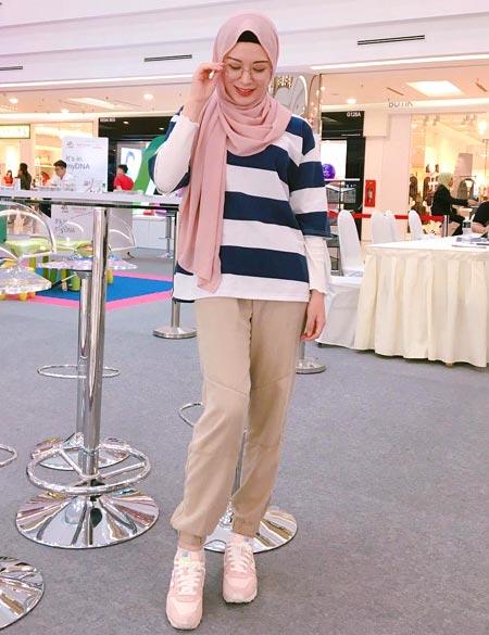 Gaya hijab ala Ayana Moon