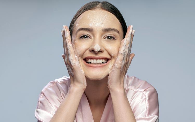 Rekomendasi Facial Wash Terbaik Untuk Kulit Berminyak