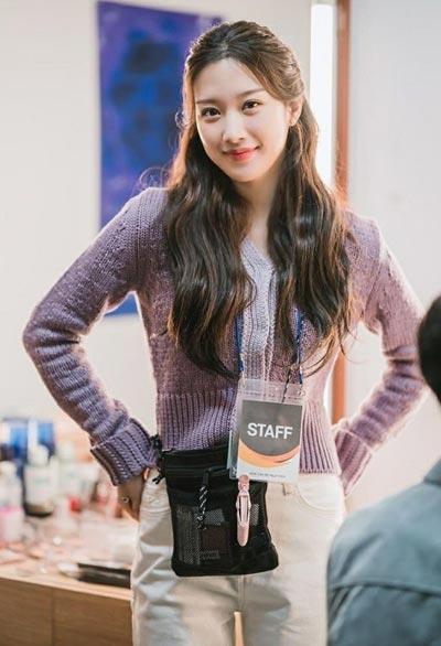 Gaya fashion Moon Ga Young