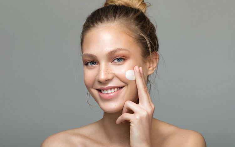 15 Rekomendasi Skincare Untuk Kulit Kering dan Sensitif