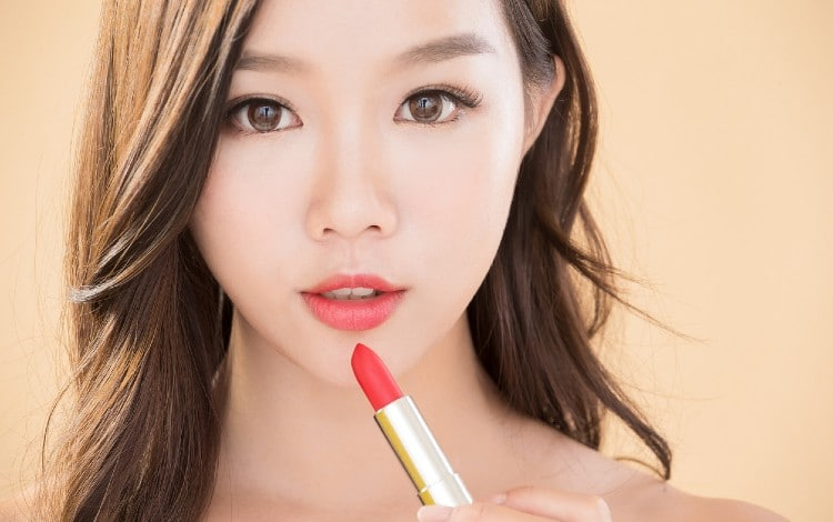 15 Lipstik Warna Nude Terbaik, Cocok Untuk Remaja
